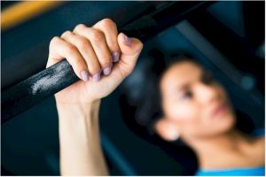 mom lifting weights in gym